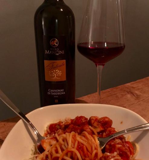 Spaghetti met rode wijn en saucijs